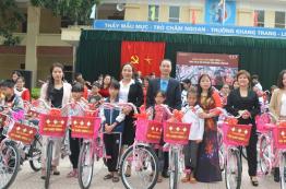 Trao tặng xe đạp cho 100 học sinh nghèo, có hoàn cảnh khó khăn của huyện Tam Đảo